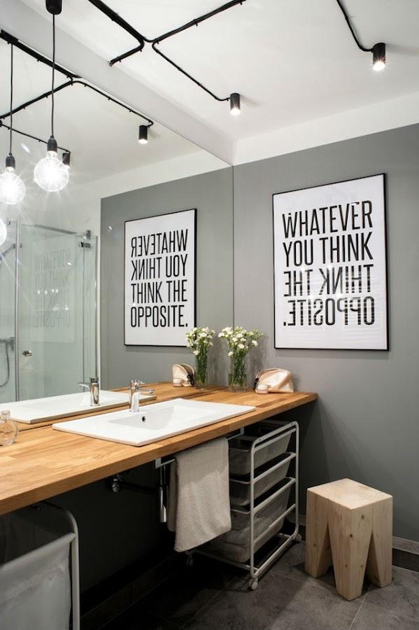 baño con instalación eléctrica a la vista