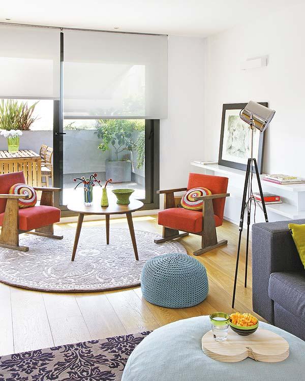 living cu piese de mobilier retro