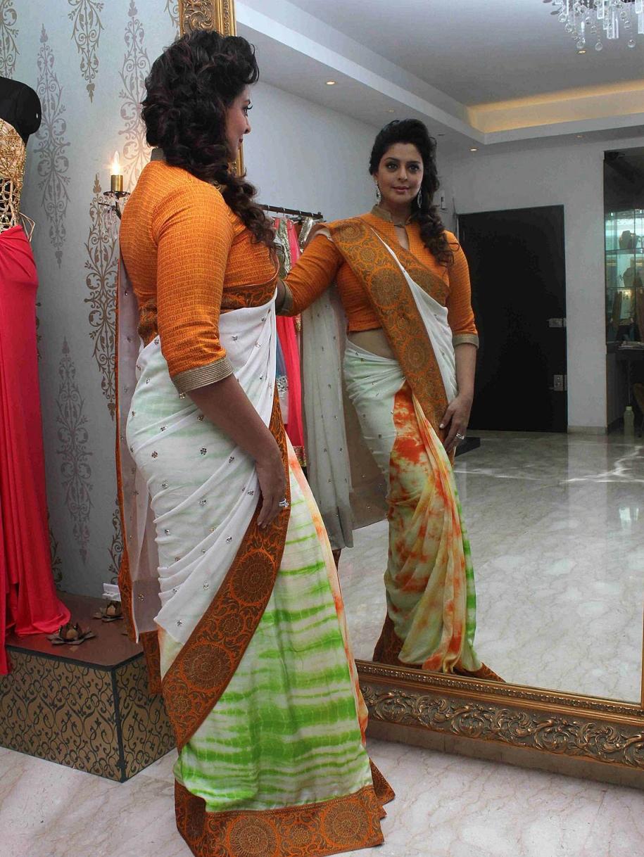 Actress Nagma Saree Independence day theme look ...