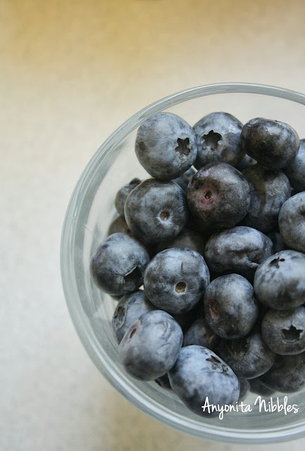 A bowl of ripe blueberries for preserving from www.anyonita-nibbles.com