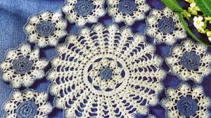 Centro de mesa en dos colores al crochet