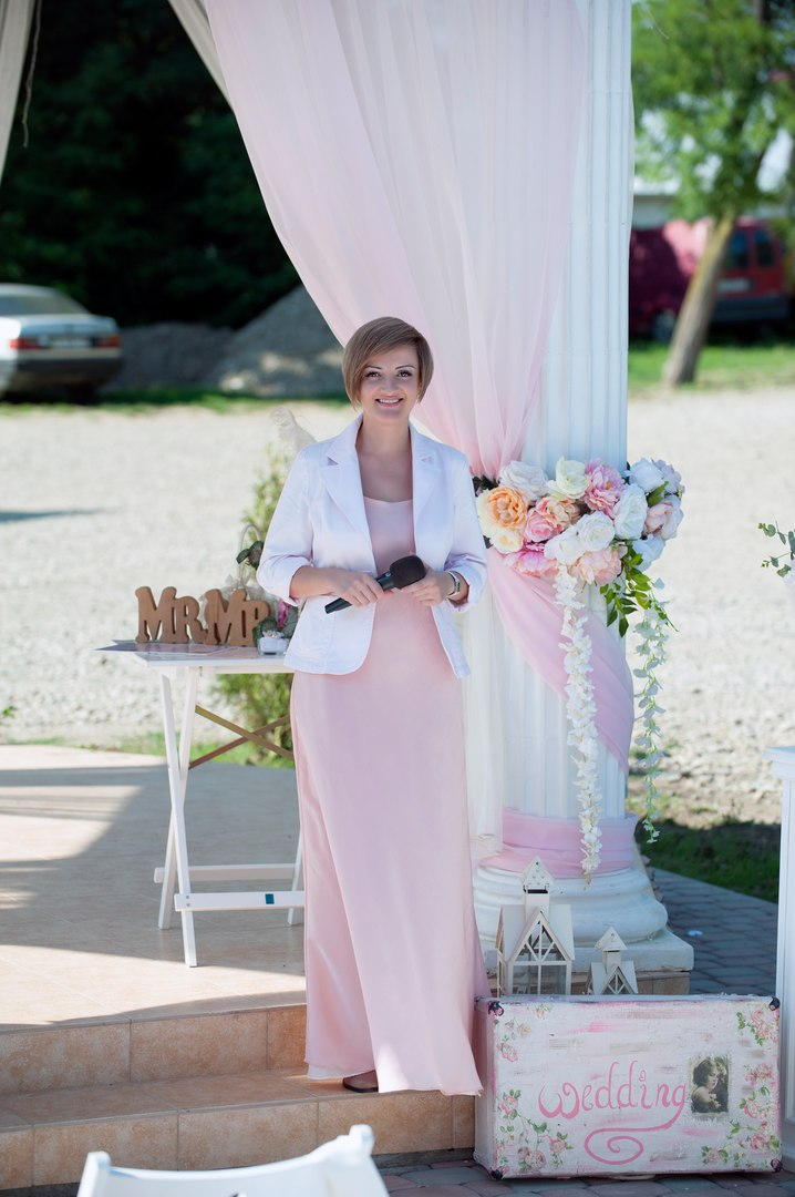 c301d09150036d Пара молода - весільний портал: Ведуча весільної церемонії Олеся Лазарь