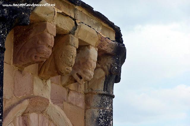 canecillos iglesia Sta. Mª de Eunate, Navarra