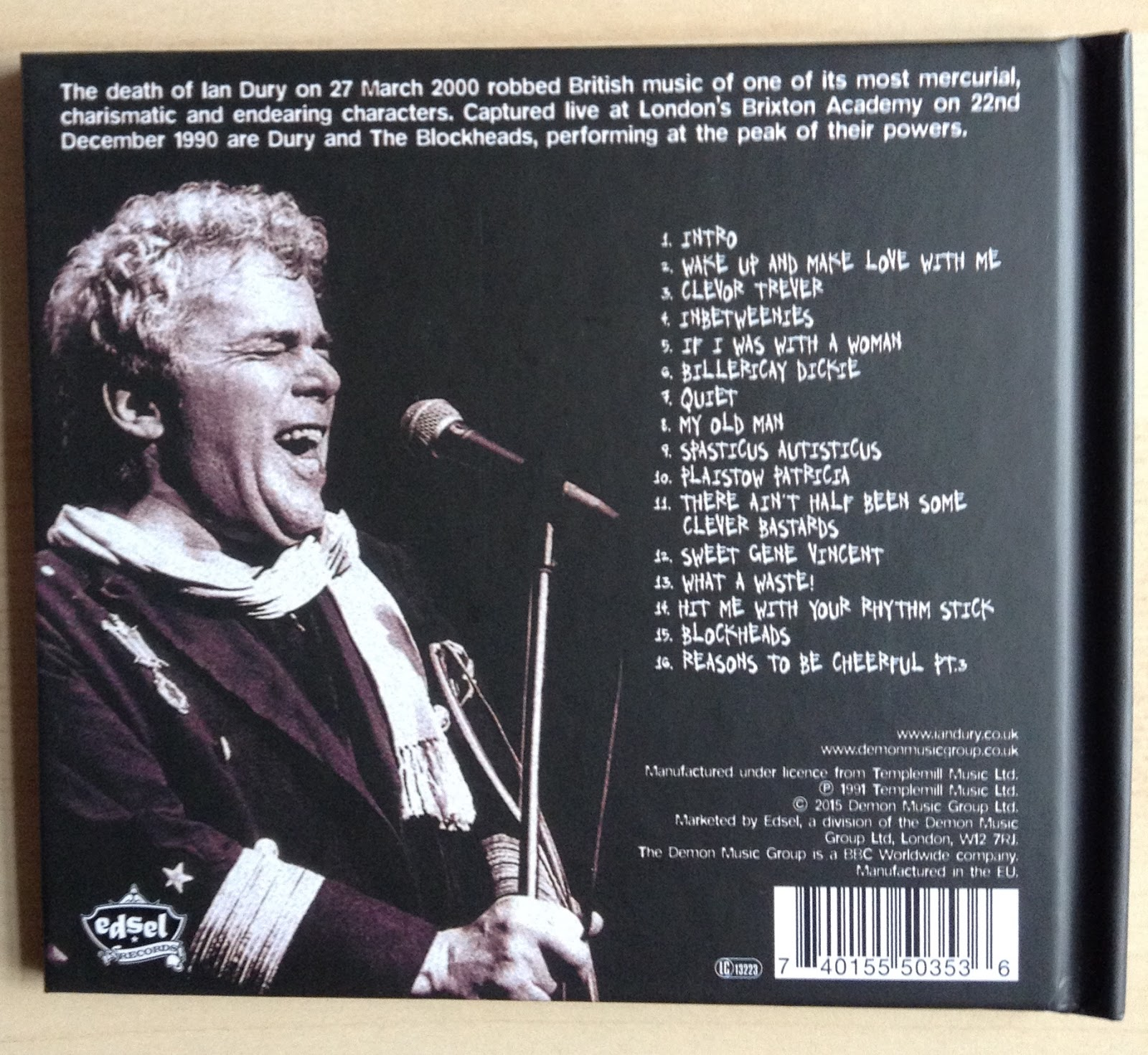 Sounds good looks good warts n audience live by ian dury saturday 6 june 2015 solutioingenieria Gallery