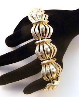 https://www.kcavintagegems.uk/vintage-balloon-style-open-work-panel-link-bracelet-7382-p.asp