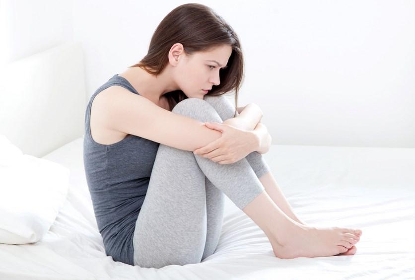 Ternyata stres membawa pengaruh yang besar bagi rata tidaknya perut kamu. Jika kamu merasa marah atau benci pada banyak hal. tubuh kamu akan tegang dan mengeluarkan hormon stres. Hormon tersebut dapat menghancurkan massa otot dan menghambat pembakaran emak