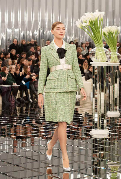 chanel-spring-summer-2017-couture-collection (1)-green-dress-belt-silver-shoes