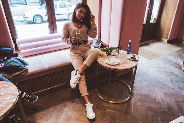 Beżowe eleganckie spodnie na codzień - Czytaj więcej