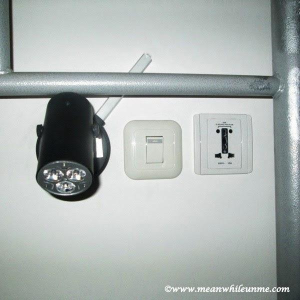 Chez Bon Hostel, lampu baca dan stop kontak