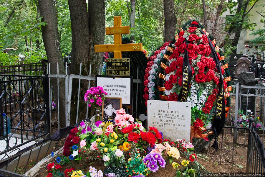 Могила Ирины Пороховщиковой на Ваганьковском кладбище.