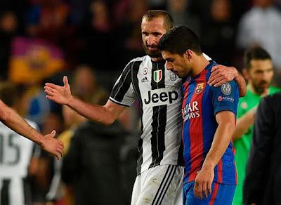 Suarez và Chiellini hòa giải ngay sau trận đấu ở Tứ Kết