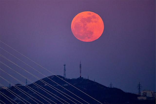 Eclipse Lunar Total de 31 de janeiro de 2018 - Vladivostok, Rússia, Yuri Smityuk