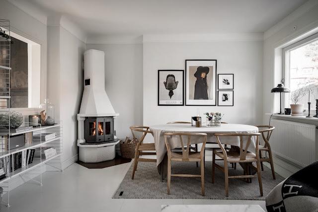 Decor în alb, negru și maro într-o casă din Suedia