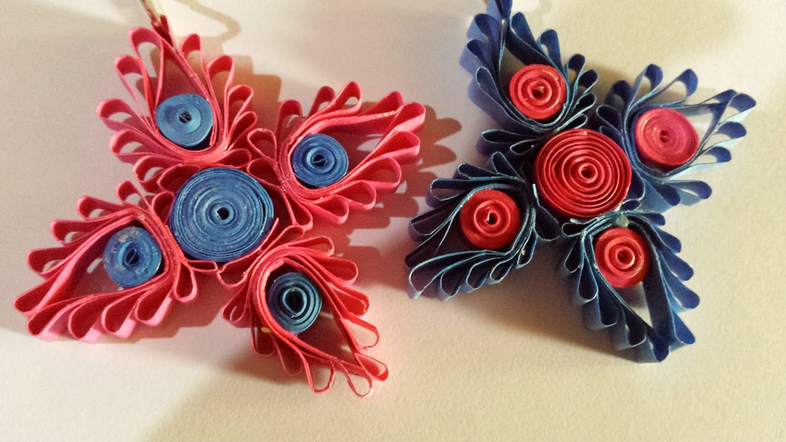 Key Tags In Blue And Pink Using Paper Quilling Comb