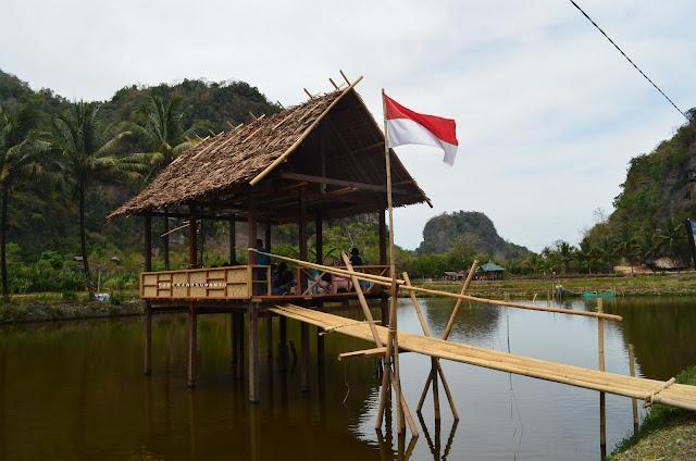 Saung di Kampung Berua Rammang-Rammang, Maros, Sulsel +jelajahsuwanto