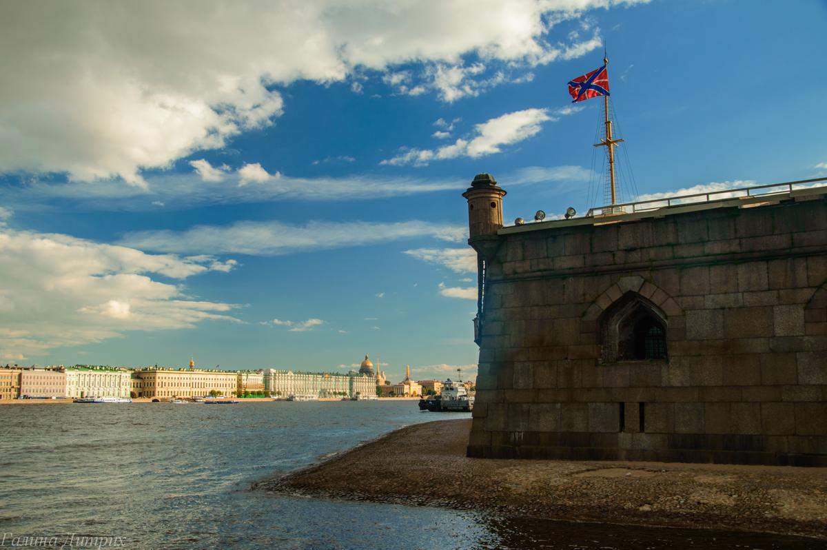 Набережная Петропавловской крепости фото