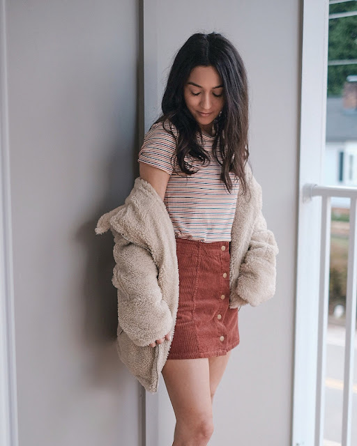 casual sherpa jacket outfit ideas