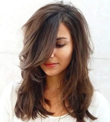 Model Rambut Layer Sebahu natural
