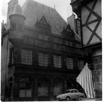 Photo ancienne noir et blanc : la Maison des Consuls de Riom.
