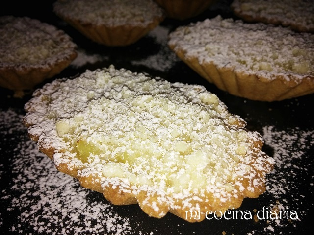 Tartaletas con limon y streusel (Тарталетки с лимоном и штрейзелем)