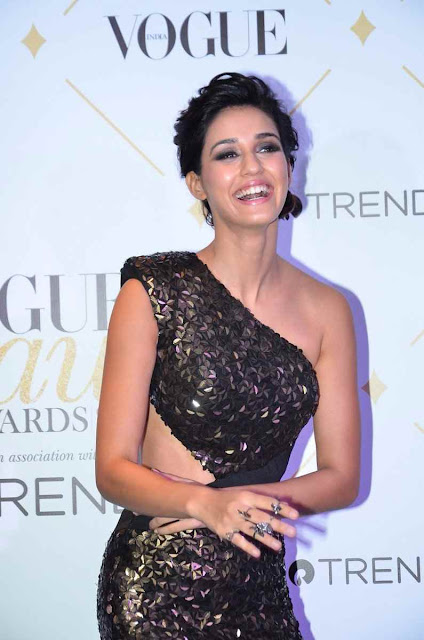Disha Patani Hot at Vogue beauty Awards 2017