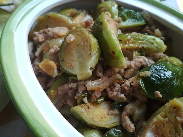 kuchnia, przepis, brukselka, łatwy obiad, co na obiad, pomysł na obiad, tani obiad, potrwaka, potrwaka z brukselki i mięsa mielonego,