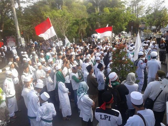 Kolom agama E-KTP Jemaat Ahmadiyah di Isi Islam, Ratusan Umat Muslim Protes