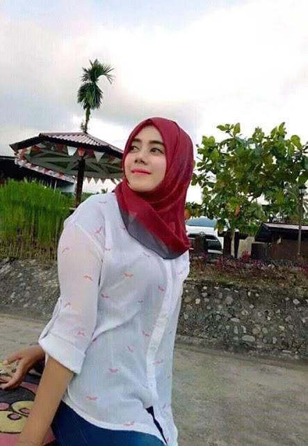 Fitri Seorang Gadis Cantik Islam Berhijab Cari Jodoh