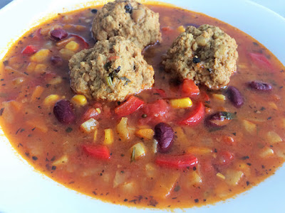 Zupa z fasoli z klopsikami