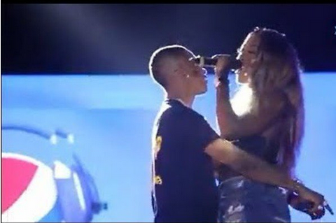 wizkid kissed tiwa savage on stage