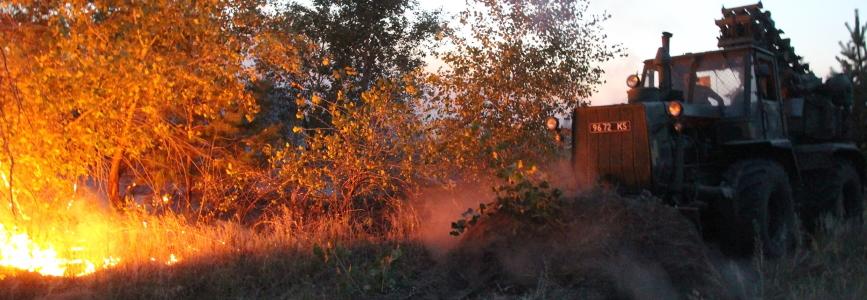 В ООС від пожежі загинув військовий, згоріла БМП і Урал