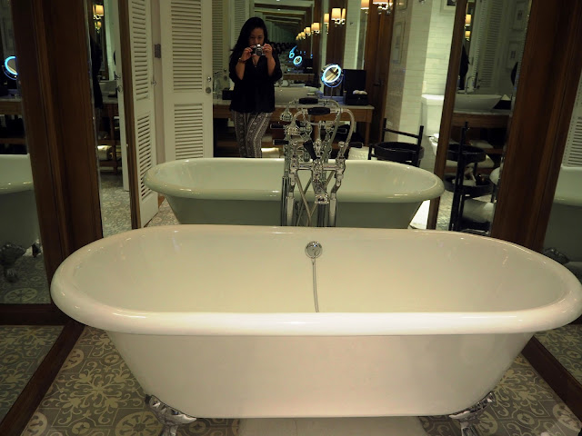 VinaTraveler's Blog: Top 10 Best Luxury Resorts in Asia! on steam room bathrooms, swimming pool bathrooms, public pool bathrooms, outdoor pool bathrooms, beach bathrooms, gym bathrooms, spa bathrooms, golf bathrooms, restaurant bathrooms, gas station bathrooms, luxury pool bathrooms, hair salon bathrooms,