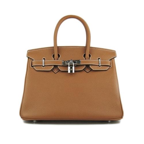 ... поклонницей сумок Birkin является Виктория Бэкхем. У нее в гардеробе  можно насчитать несколько десятков этих сумок различных моделей, цветов и  размеров. 9debf0caa84