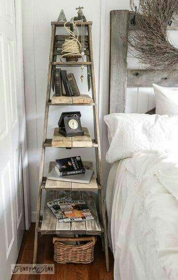 21. Tangga menjadi rak di samping tempat tidur, pengganti bedside table