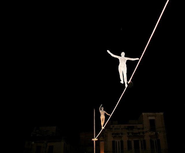 funamboli, equilibrio, Ruvo di Puglia, piazza Regina Margherita