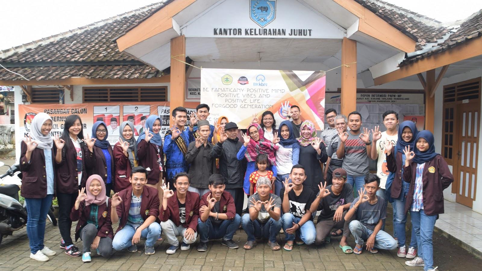 Jeprat jepret foto bersama Kelompok KKM Mandiri dan Warga desa Juhut, Pandeglang (Kamis, 26/01/2017)