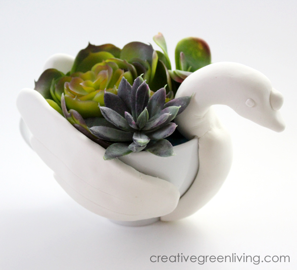 This is such a creative idea for a DIY succulent planter. Learn how to turn a plain white tea cup into an indoor succulent garden. This would make such a unique gift idea. #creativegreenliving #creativegreenchristmas #sevenswansaswimming #12daysofchristmas #succulents #succulentplanters