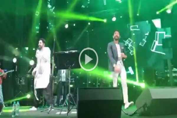 ayushman-khurana-dance-and-singing-show-in-dubai-video-viral