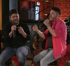 Jorge e Bruno no clipe de Surto de Amor