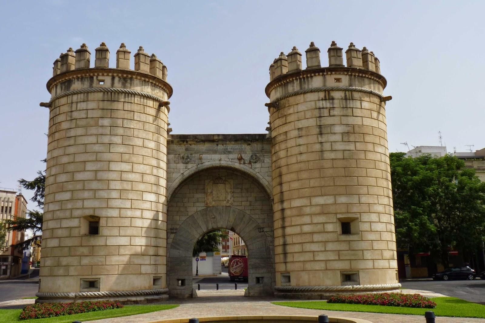 Fachada exterior de la Puerta de Palmas.