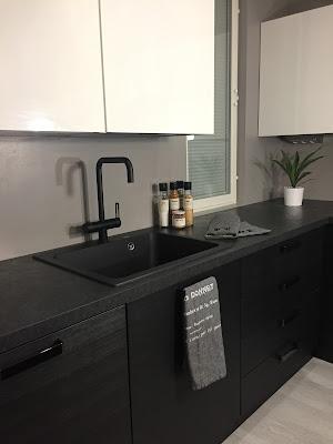 tapwell, musta keittiöhana, musta keittiönhana, musta hana, mustavalkoinen keittiö, musta allas, komposiitti allas, Puustelli