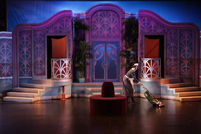 BWW Review: NO NO NANETTE Sparkles at Candlelight