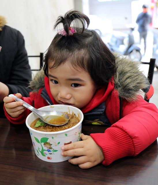 小蘋果在姑媳養煎吃素麵線~宜蘭銅板素食早餐
