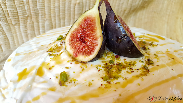 fig, pistachio, honey, sponge cake, cake, cake pictures, food, food recipe, baking, baked, food pictures, pinterest, pinterest food, fruit, organic, cake recipe, whipped cream, sweet, dessert, tea time, royal albert, spicy fusion kitchen, recipe, food blog, food blogger, food pictures, cupcakes, mini cakes