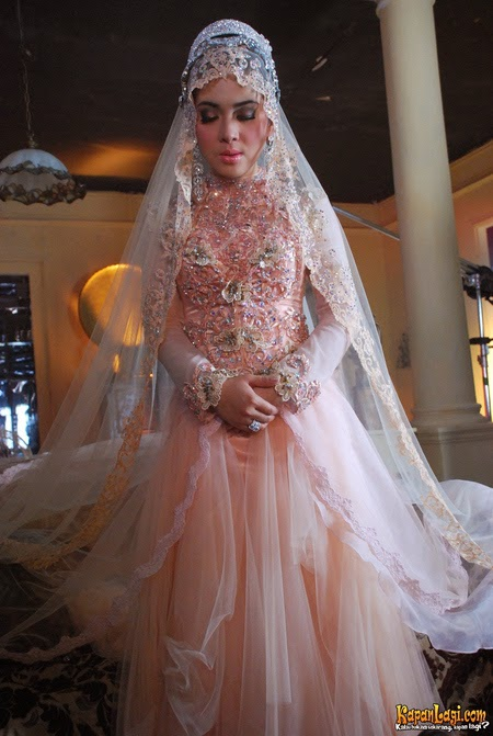Kebaya Gaun Cantik Ala Syahrini
