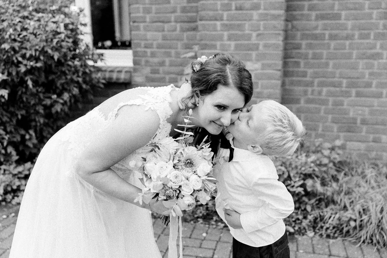 Braut mit Sohn Hochzeitsblog Köln Düsseldorf