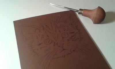 dessin du chat sur plaque linoleum