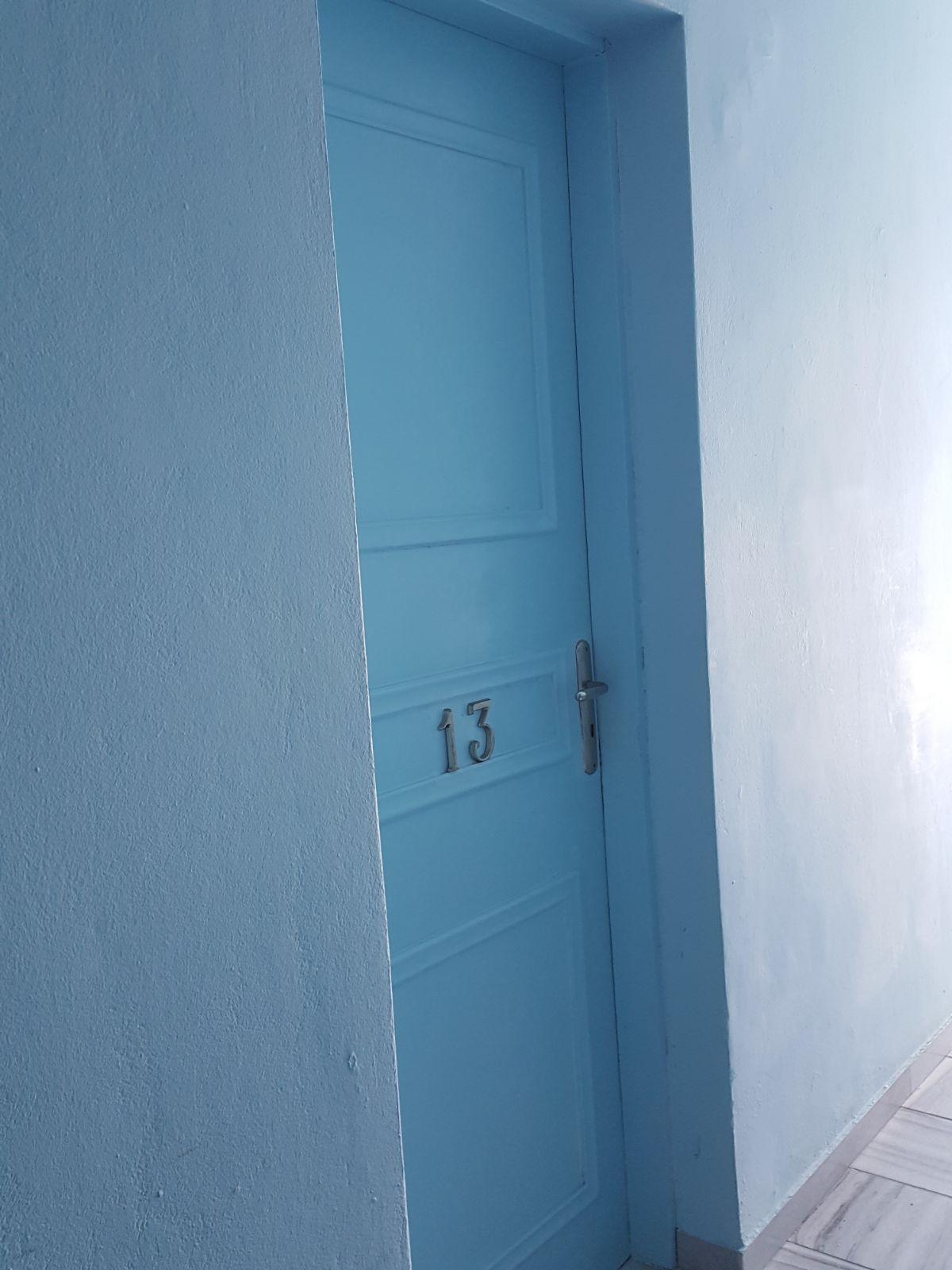 Puertas n mero 13 puerta 13 de una habitaci n de hotel for Puerta 6 autodromo hermanos rodriguez ubicacion