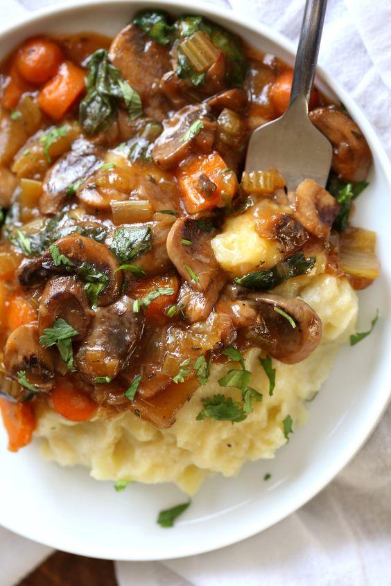 VEGAN MUSHROOM BOURGUIGNON WITH POTATO CAULIFLOWER MASH – INSTANT POT #vegan #veganrecipes #veggies #vegetarianrecipes #mushroom #bourguignon #potato #cauliflower #mash #instantpot