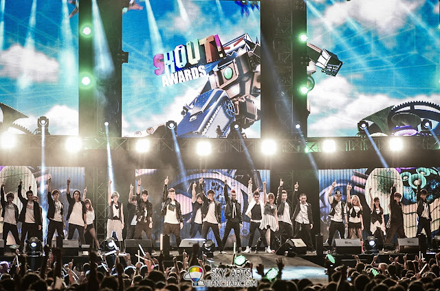 Showdown's awesome dancers @ 8TV Shout! Awards 2012